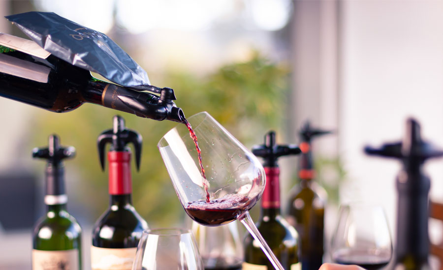 Pouring-Wine-with-the-Vinloq-System.jpg